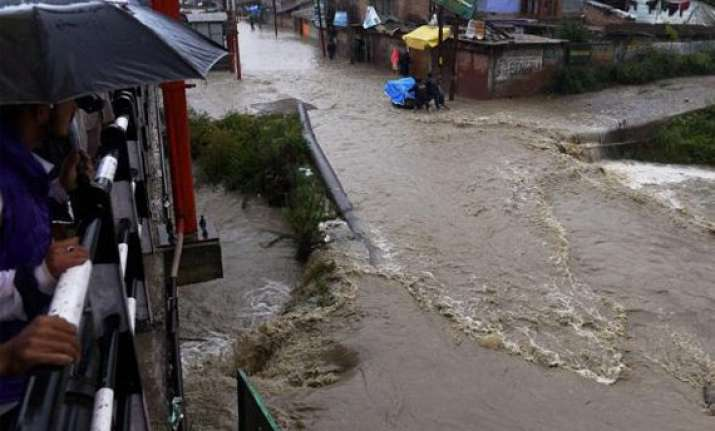 rains add to miseries of flood hit people living in tents
