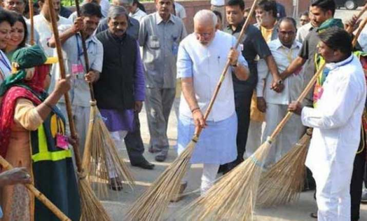 pm modi launches swachh bharat abhiyan administers