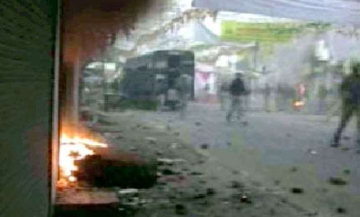 shops houses set ablaze during clash in bareilly
