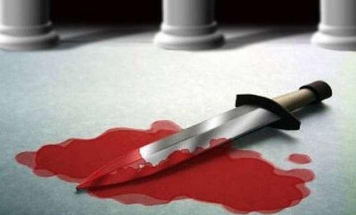 14 yr old girl stabbed in delhi