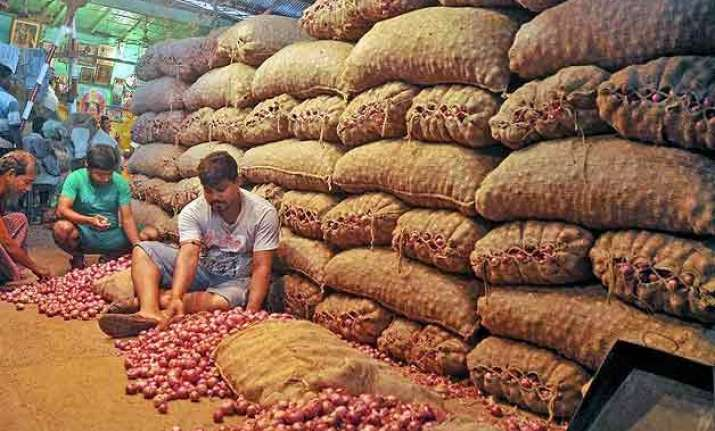 india to import 10 000 tonnes onions to check prices