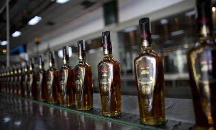 delhi govt may cut down online sale of liquor