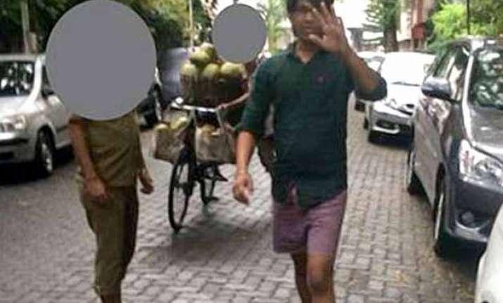 shameful man masturbates at woman in mumbai she tweets his