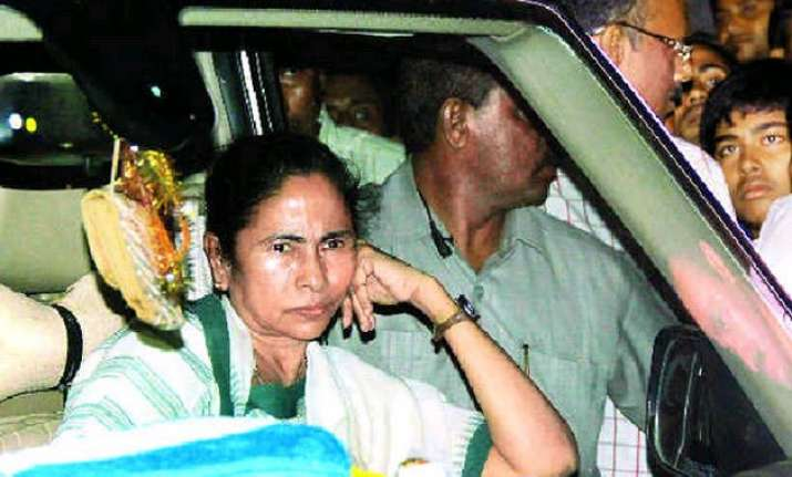 barricaded protested mamata banerjee loses her cool blames