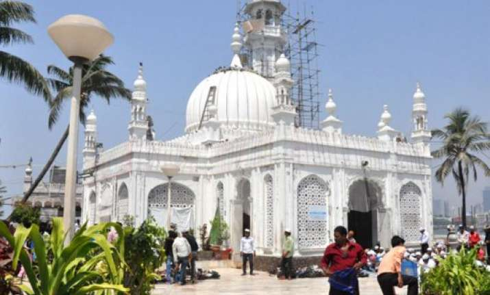 Know About Mumbais Famous Haji Ali Dargah India News India Tv