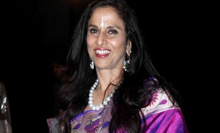sc puts on hold privilege notice to shobhaa de