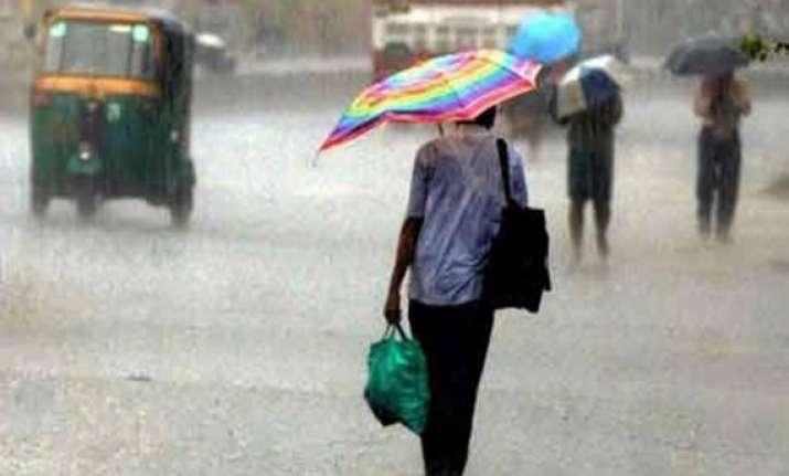 heavy rainfall lashes uttar pradesh