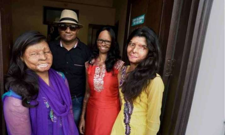 acid attack victims come together to open cafe near taj