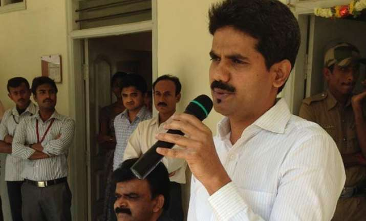 ias officer d k ravi made only 1 call to female officer not