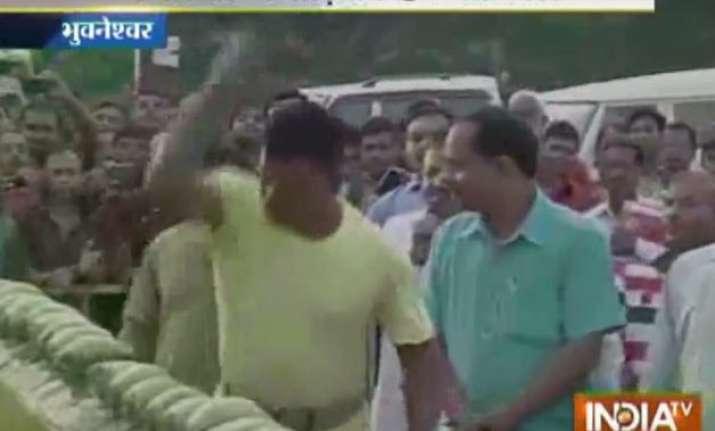 watch video orissa man breaks 92 green coconuts with elbow
