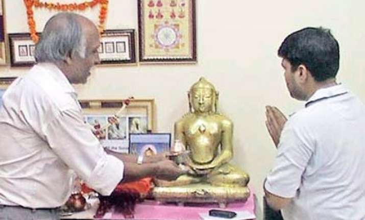 delhi police station turns temple