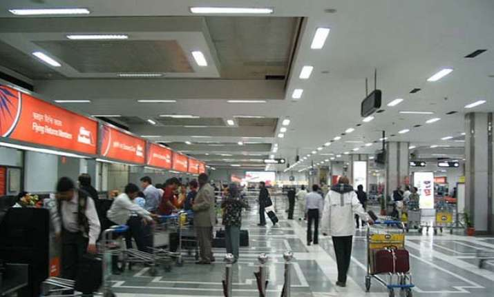500 passengers face hardship at igi airport due to flight