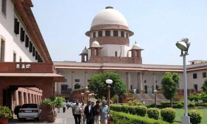 sc refers aadhar card matter to constitution bench