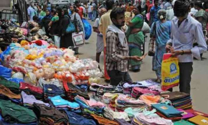 delhi govt orders civic bodies not to remove hawkers