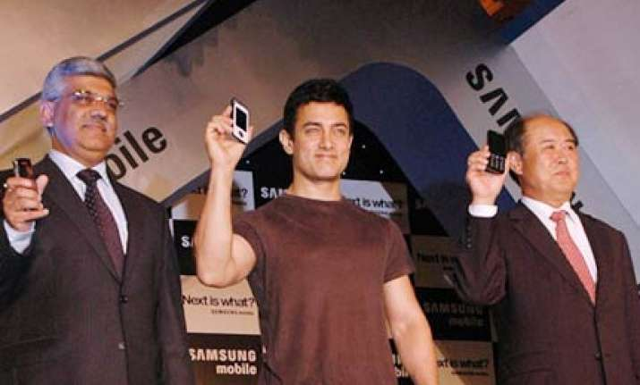 rajasthan man sues aamir khan for endorsing faulty samsung