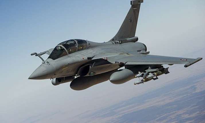 france offers india 36 rafale fighters for iaf at the same