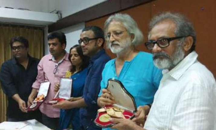 ftii row dibakar banerjee 9 others to return national award
