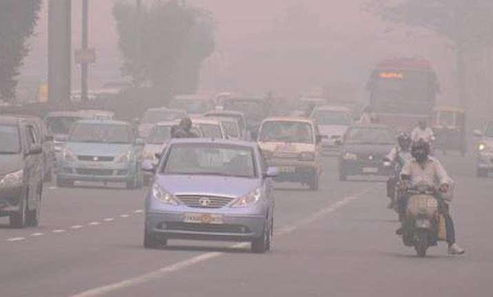 heavy pollution levels choking delhi