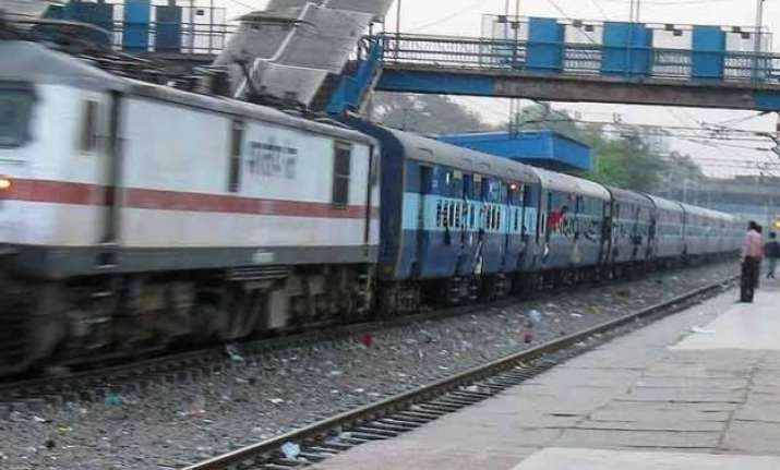 major accident averted as seven bogies decouples from train