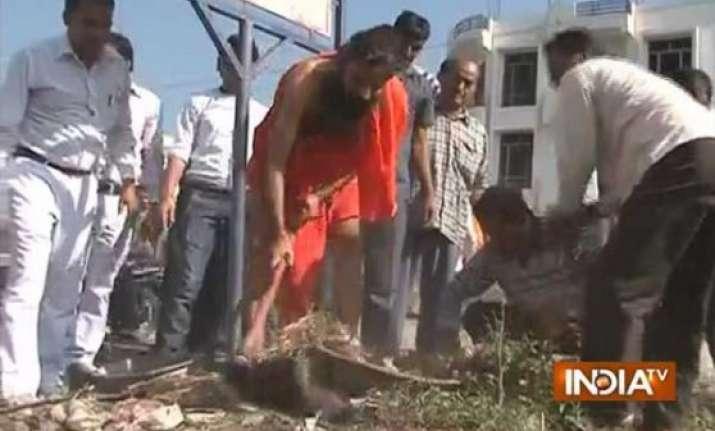 baba ramdev joins swachch bharat abhiyaan
