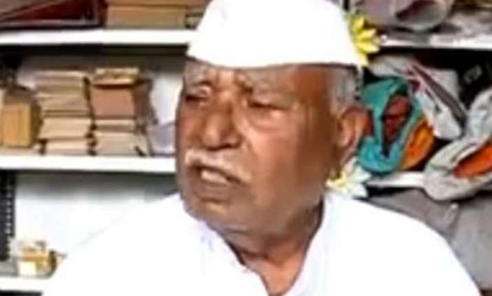 maharashtra s mountain man built 40km roads in 57 years