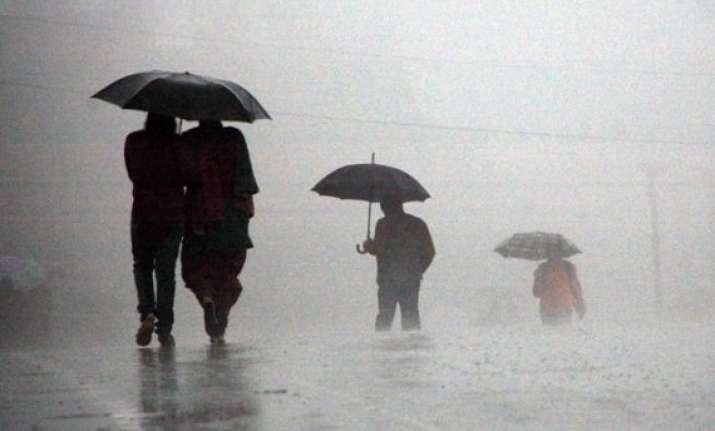rain in himachal brings down mercury