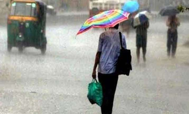 cyclone hudhud s fall out brings rains in rajasthan