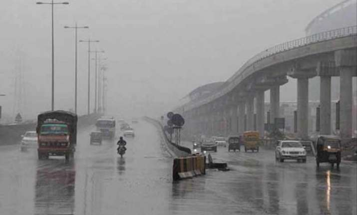 delhi witness drizzle temperature settles at 28.2 degree