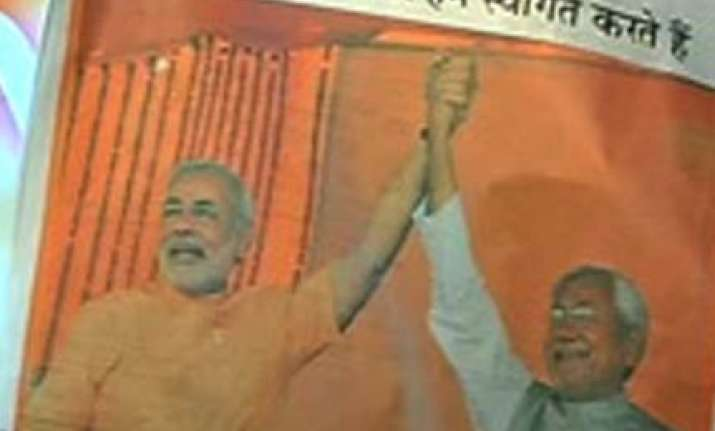 patna police raids ad agency office over nitish modi ad