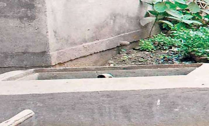 bangalore 9 year old girl who fell into drain hole found