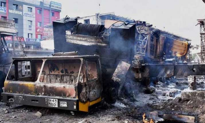 army called in to control widespread gujarat violence 2 us