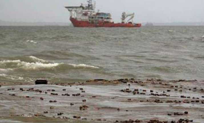 mumbai oil spill a big disaster clean up on