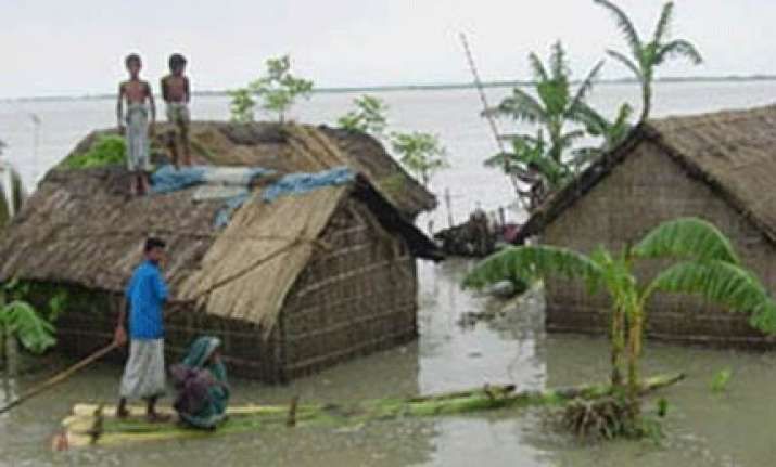 cyclonic storm to cross bangladesh myanmar coast