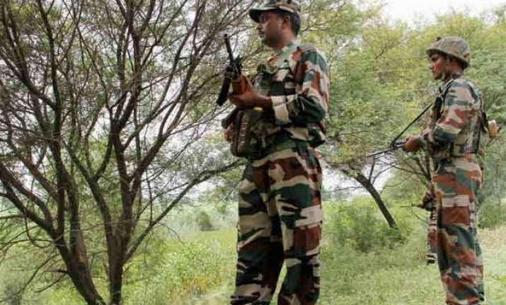 pakistani troops shell indian posts for 4th day in row