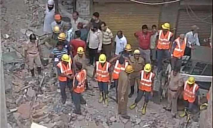 5 dead 10 injured as building collapses in west delhi