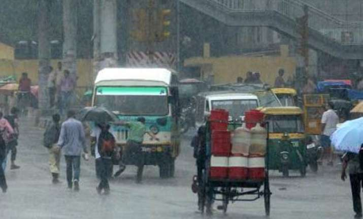 rain lashes delhi traffic hit