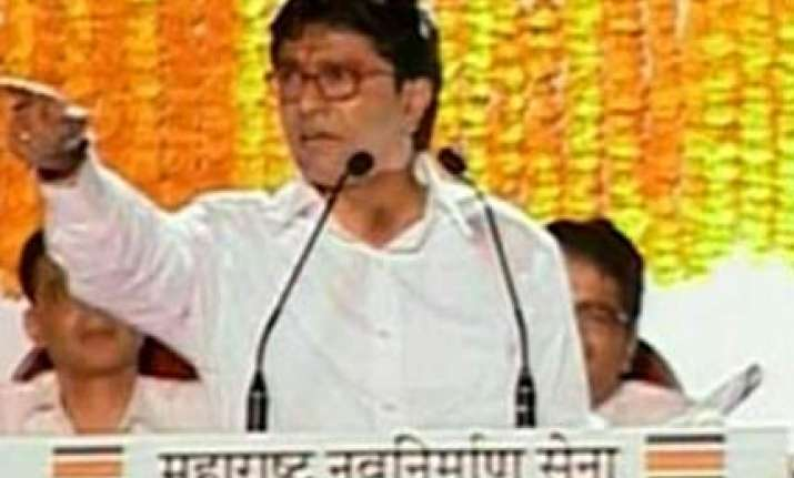 raj raps airtel for not using marathi
