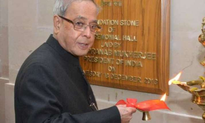 presidents and vps should be political persons pranab