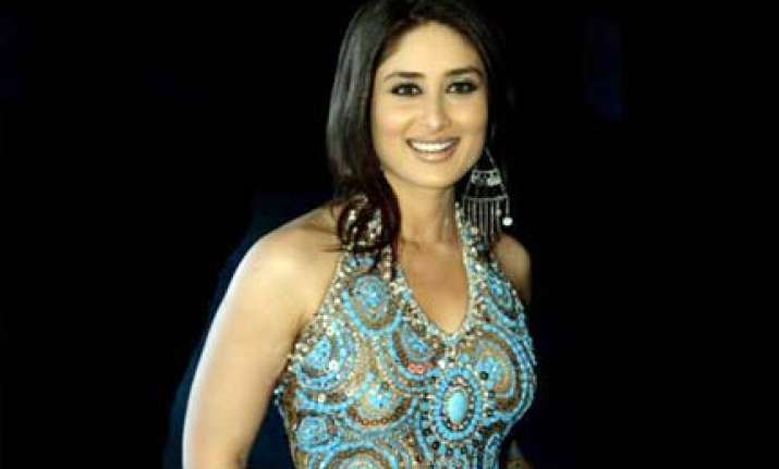 kareena a hit on karachi billboards