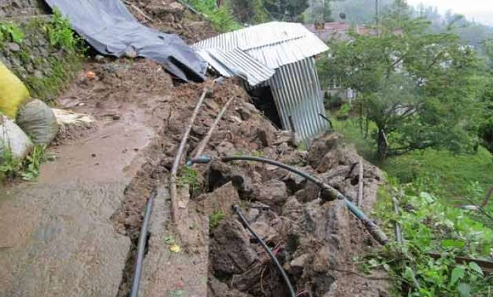 18 killed in landslides in darjeeling district