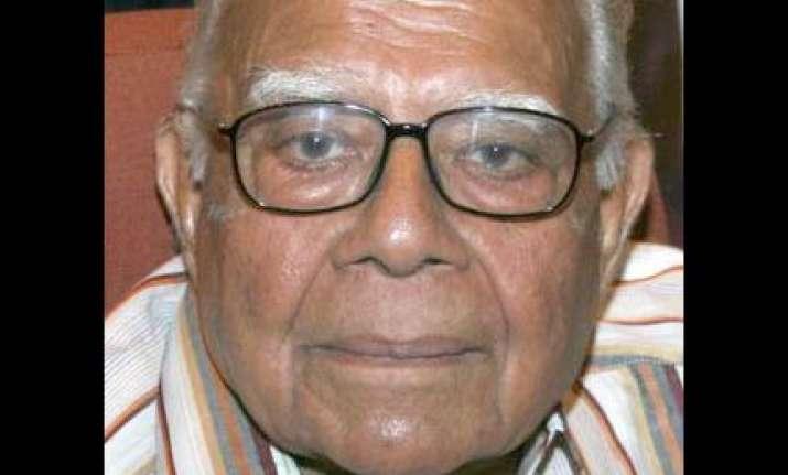 jethmalani raises queries over supreme court judge