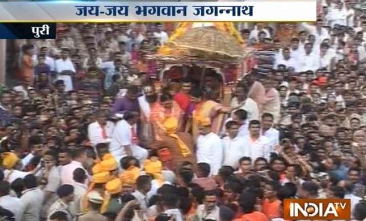 nabakalebar rath yatra begins in puri amid tight security