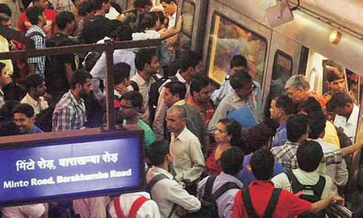 odd even 2 lakh more passengers take metro on first monday