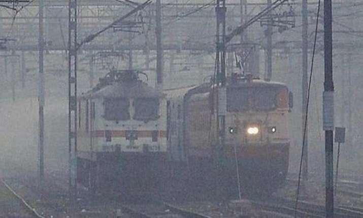dense fog envelopes delhi 89 trains delayed