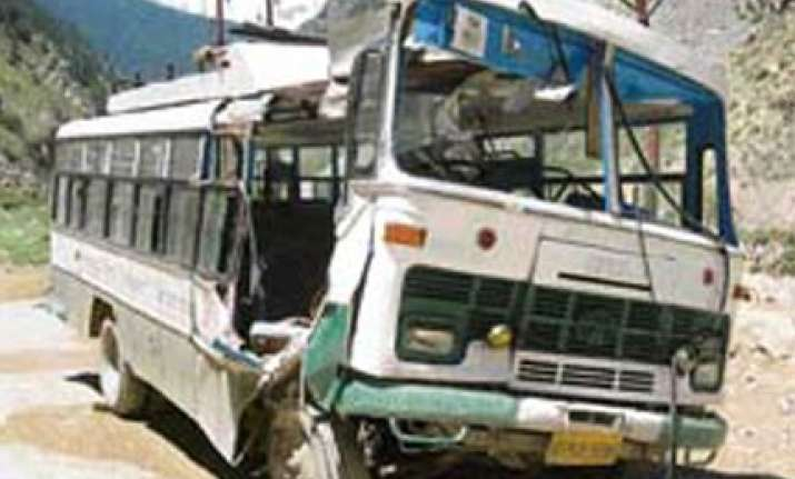 22 killed 35 injured in bus accident in hp