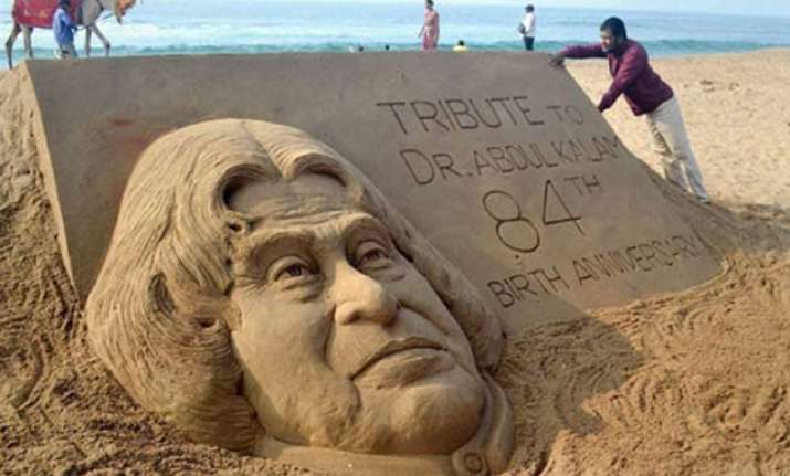 apj abdul kalam 84th birth anniversary sand sculpture of
