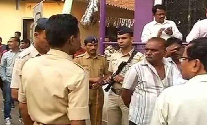 thane man who killed 14 members of his family was stuck in