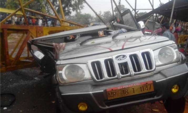 crane collapse during storm takes life of seven in madhya