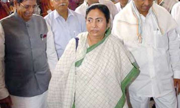 mamata threatens agitation demands withdrawal of joint
