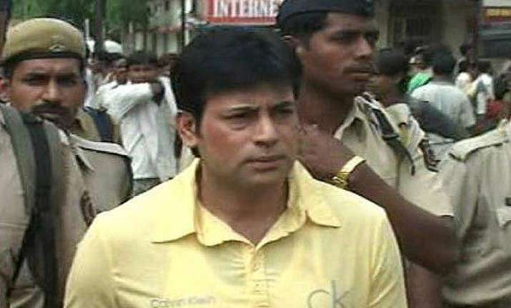 did not give sanjay dutt weapons in 1993 abu salem